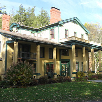 GLEN IRIS INN,  BUILT ORIGINALLY IN 1828 - Photographs