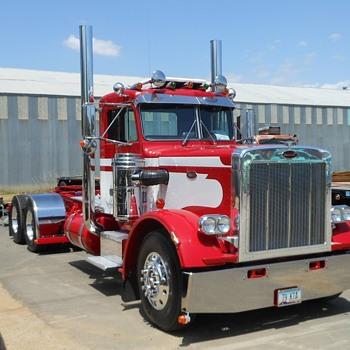 Antique Truck Show Big Rigs