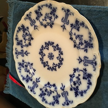 Need help identifying the dishes - Pottery