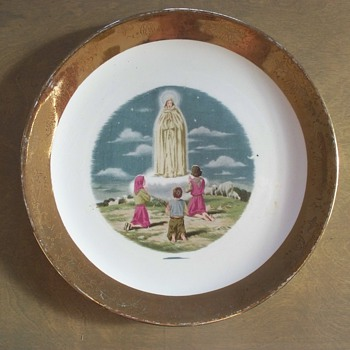 """Unique  """"Miracle of Fatima""""  Sabin Crest-O-Gold Plate  - China and Dinnerware"""