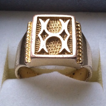 Old ring - Costume Jewelry