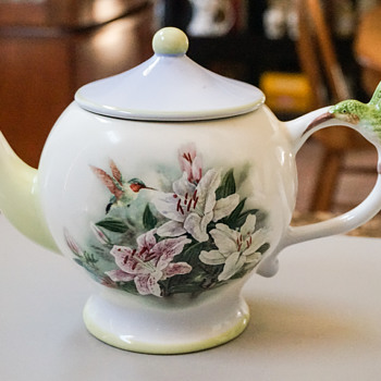 Hummingbird and Lilies Tea Pot
