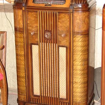 Rogers 11-11 Queen Elizabeth console  [6R932] - Radios