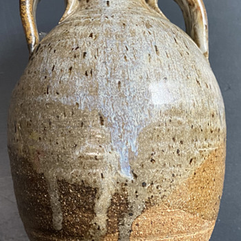 Need help identifying this jug.  - Pottery