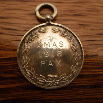 Rare silver medallion celebrating the end of WWI. - Military and Wartime