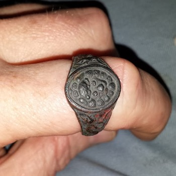 A ring i found in my Grand Pa's stuff from i believe WWII Do You Know what it is - Asian