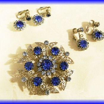 Another CELEBRITY ( NY ) JEWELRY PIECE - Home Parties - Costume Jewelry