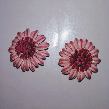 Pink flower earning  - Costume Jewelry