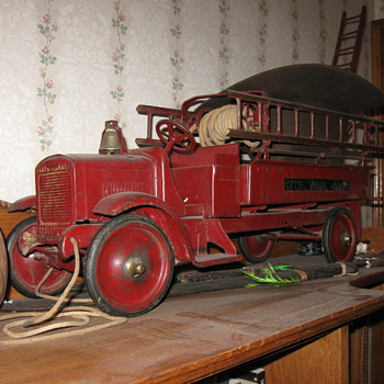1920's toy  fire engine - Firefighting