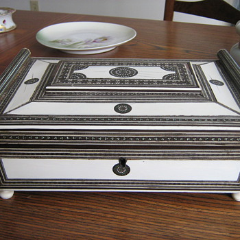 Antique Sadeli Anglo-Indian Inlaid Ivory, Jade, and Silver Sewing Box. - Sewing