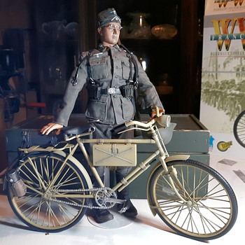 """Dragon Action Figure """"Dieter"""" WWII German Wehrmacht Infantryman With Bicycle France 1944 Made 2002  - Military and Wartime"""