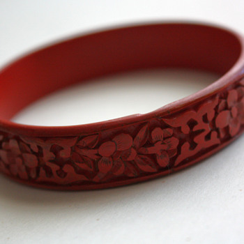 Chinese cinnabar bangle - Costume Jewelry