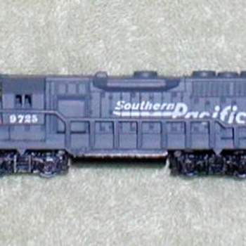"2001 - Southern Pacific Train Engine ""N"" Scale - Model Trains"
