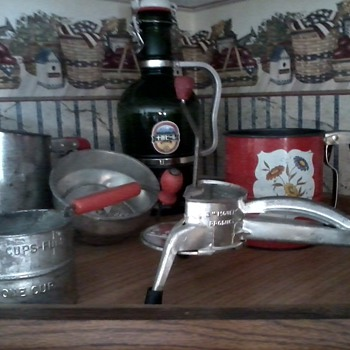 Some more kitchen collectibles - Kitchen