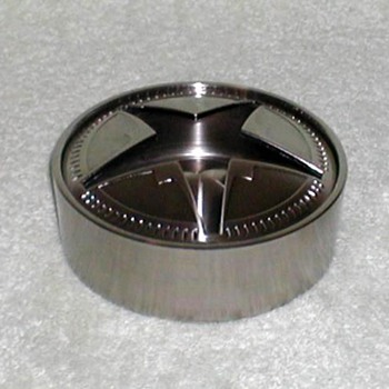 "2006 - Metal ""Star"" Ashtray - Tobacciana"