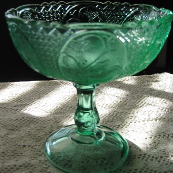 pedestal bowl with 3 faced mold - Glassware