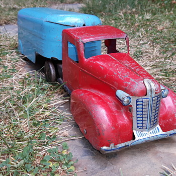 Wyandotte Highway Freight Truck - Model Cars