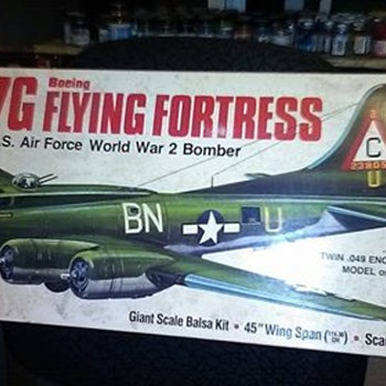 Gullows 1/28 Scale B-17G Kit in Balsa - Toys