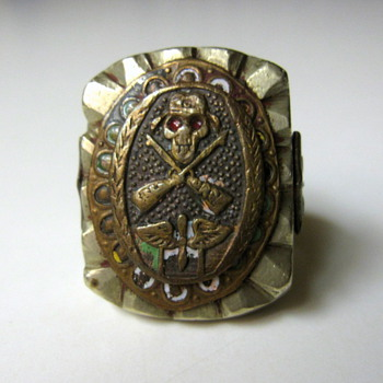 WWII or Vietnam Era???  Prop & Wing Ring - Military and Wartime