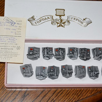 Russian items - Medals Pins and Badges