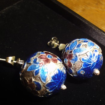 Two pair Vintage earring rings  - Costume Jewelry