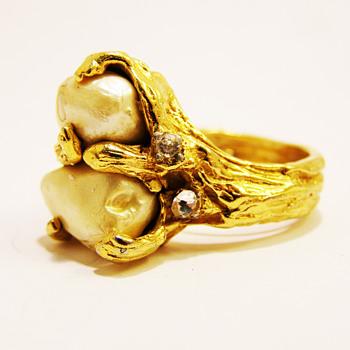 Vintage Jonathan Bailey for Trifari Baroque Pearl Ring