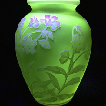 Thomas Webb & Sons cameo glass vase - Art Glass