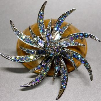 PinWheel Brooch. - Fine Jewelry
