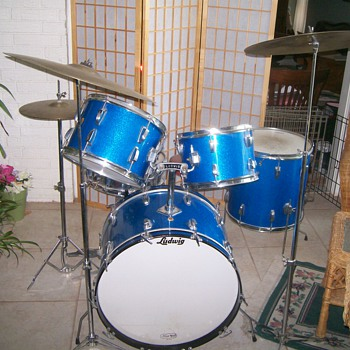 1966 Blue Sparkle Ludwig Kit - Musical Instruments