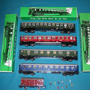 Marklin train cars, track with boxes. - Model Trains