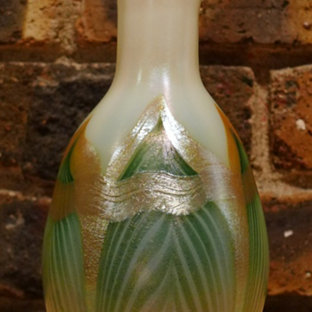 QUEZAL ART GLASS VASE, circa 1902 - Art Glass