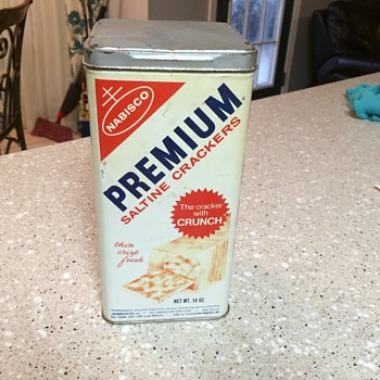 1969 Nabosco Premium Saltine Crackers tin. - Kitchen