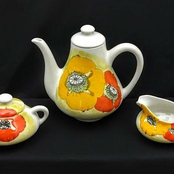 Mancioli Italian Pottery Yellow and Orange Poppies Tea Pot Creamer Sugar - Pottery