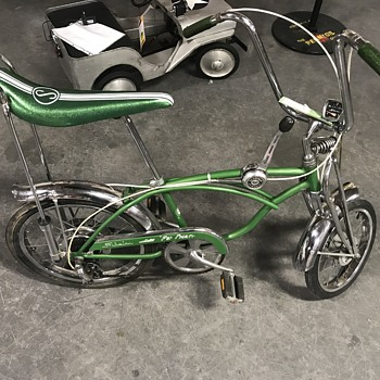 Schwinn Sting-ray   The  Pea  Picker dated 1972 - Sporting Goods