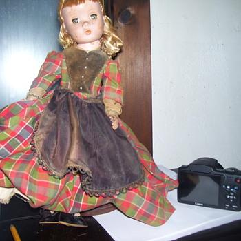 MADAME ALEXANDRIA VINTAGE DOLL - Dolls