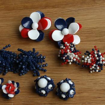 Plastic flower earrings - Costume Jewelry