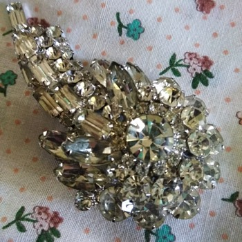 Rhinestone broch - Costume Jewelry