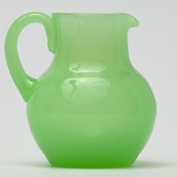 little uranium creamer - Glassware