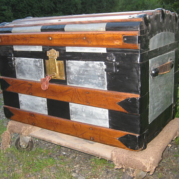 A trunk given another chance for a friend - Furniture