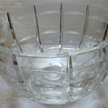 Heavy, footed crystal bowl - Glassware