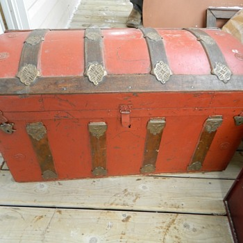 Funky old trunk  - Furniture