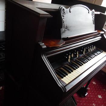 Hamilton Pump Organ - Musical Instruments