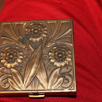 Volupte USA Compact Case? - Accessories