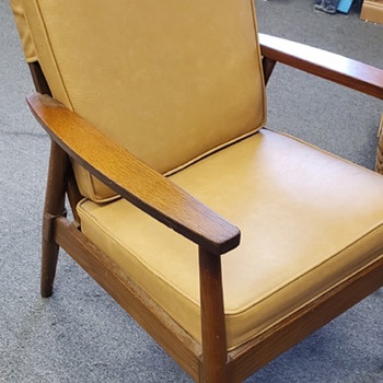 What type  of chair. Decade of chair - Furniture