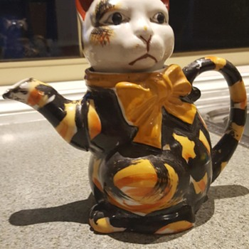Opshop find - Cat Teapot- help please - Kitchen