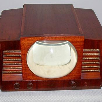 Rare 1940's Temple television - Radios