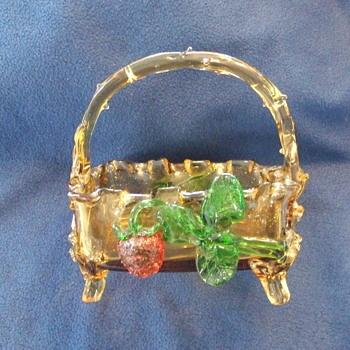 Harrach basket with strawberry - Art Glass