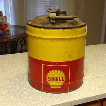 Shell 5 gallon oil can 1940's - Petroliana