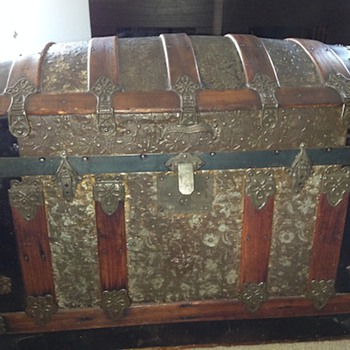 Trunk from an estate sale - Furniture