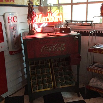 Original 1929 Glasscock Coke Cooler...Made In Muncie, Indiana